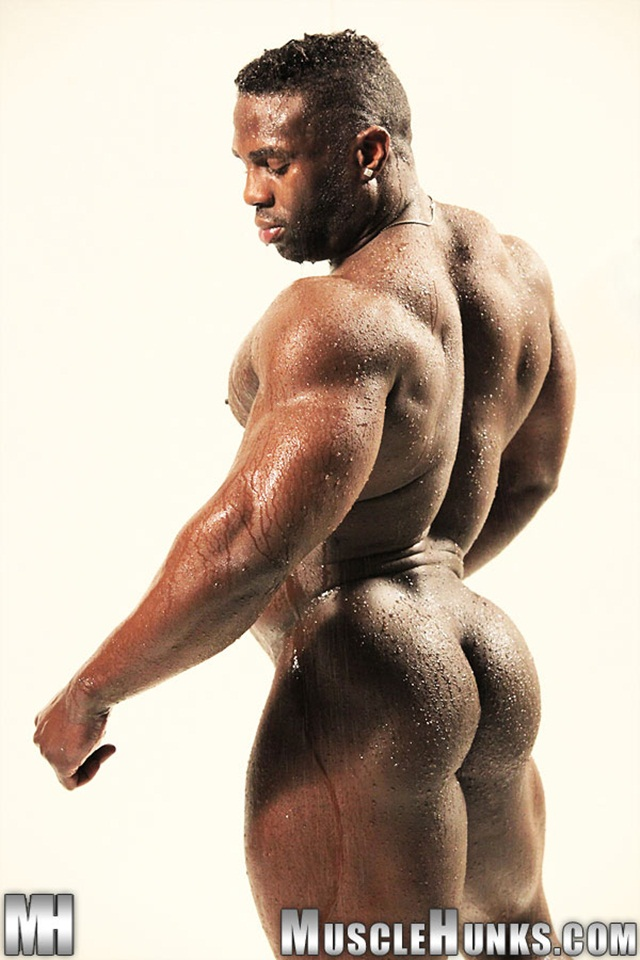 Naked men black bodybuilder