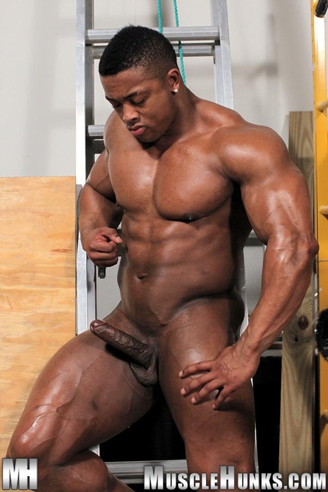 Muscular tgp gay