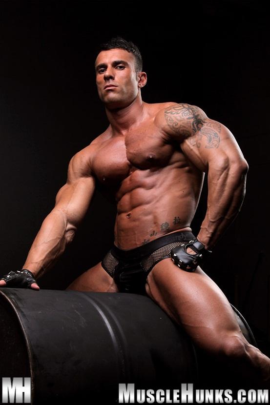 hot-naked-men-bodybuilders-kiss-tits-gifs