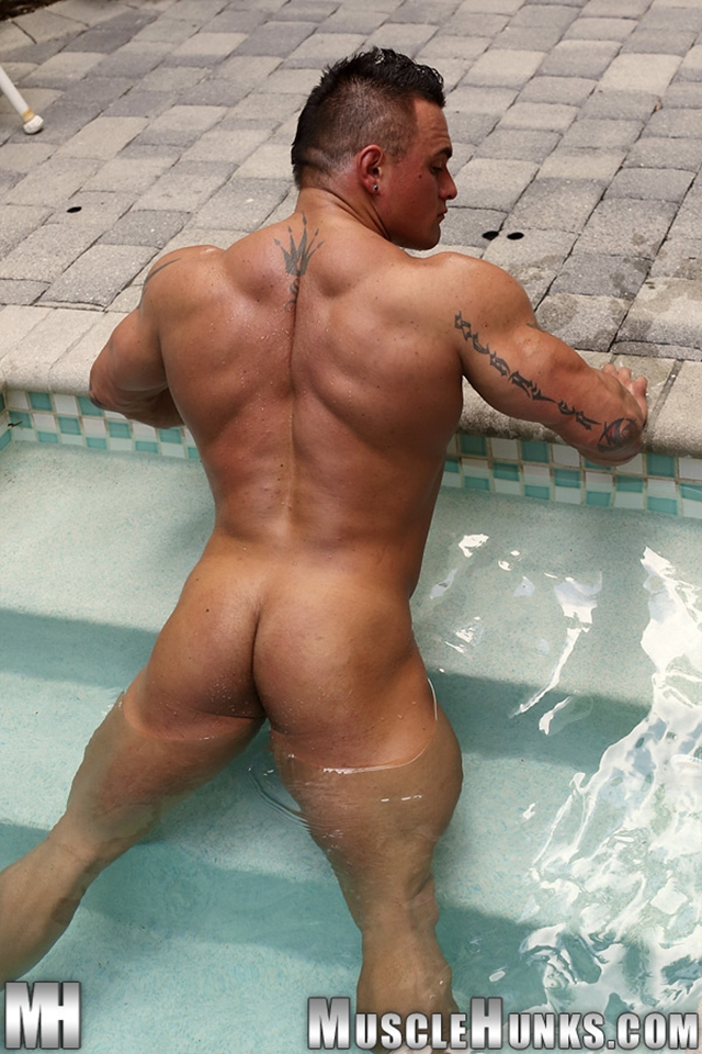 Jackson-Gunn-Nude-bodybuilder-muscle-hunk-05-Gay-Porn-Pics-Video-photo