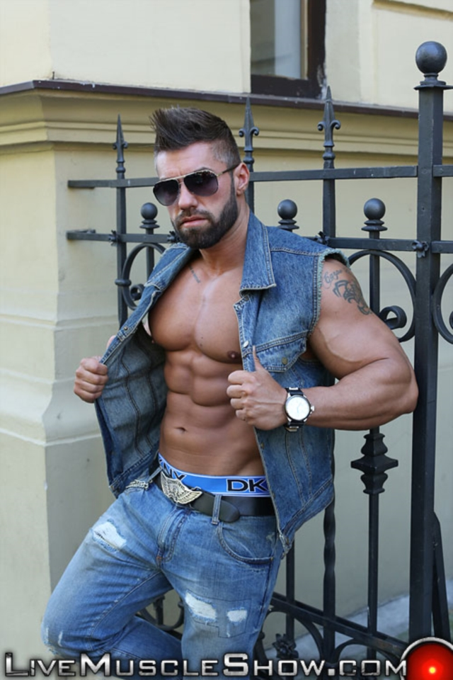 Lucas-Diangelo-Live-Muscle-Show-Gay-Naked-Bodybuilder-nude-bodybuilders-gay-muscles-muscled-gay-sex-photo01-gallery-video-photo