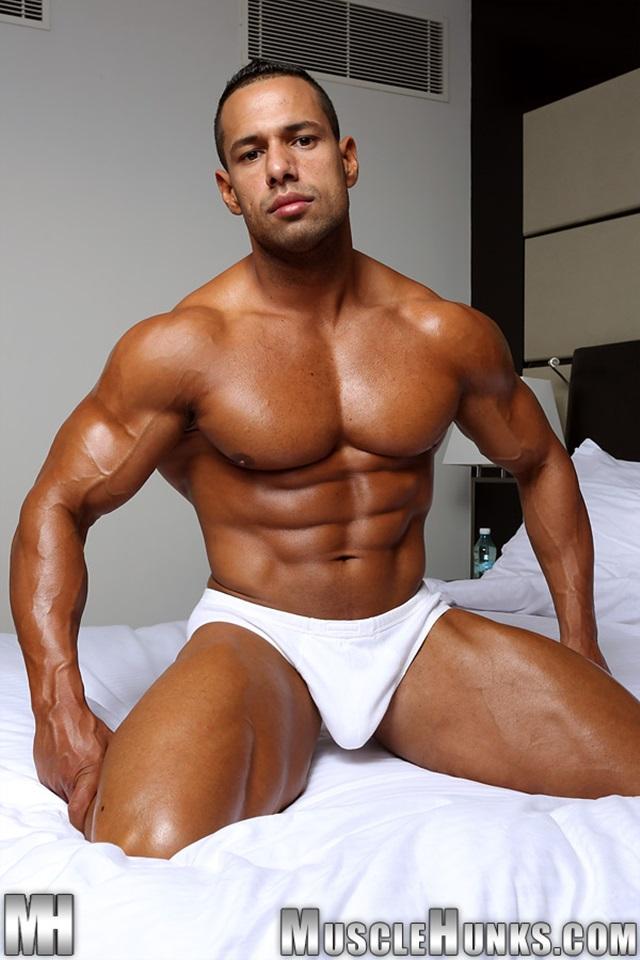 Cosmo-Babu-Muscle-Hunks-nude-gay-bodybuilders-porn-muscle-men-muscled-hunks-big-uncut-cocks-nude-bodybuilder-004-gallery-video-photo