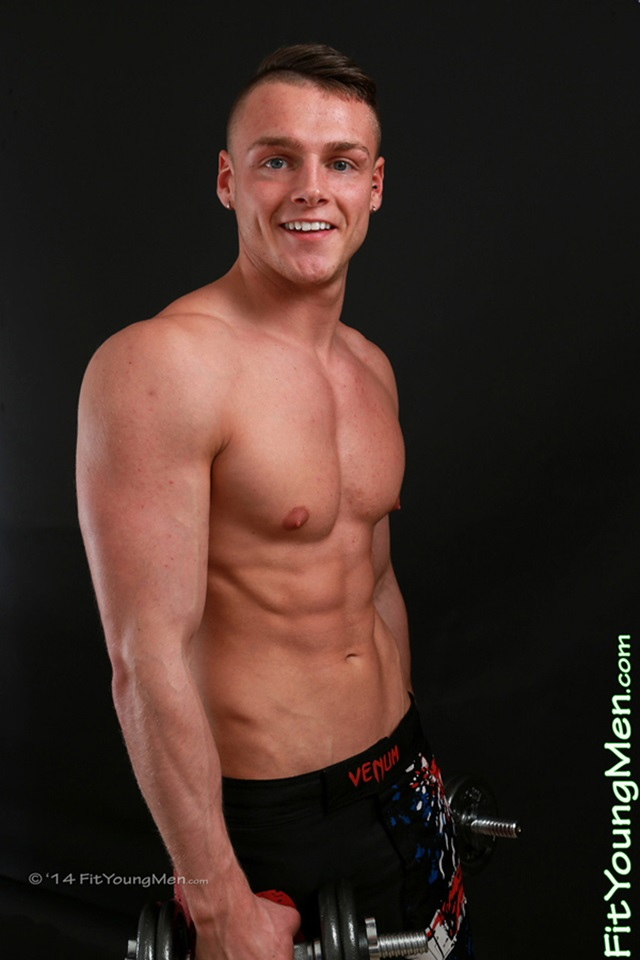 Nude-Young-Sportmen-stripped-naked-mm004472-fit-young-men-tyler-pierce-gallery-video-photo
