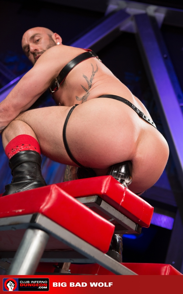Club-Inferno-Drew-Sebastian-rides-giant-bullet-shaped-butt-plug-Jordan-Foster-fist-ass-fucks-002-male-tube-red-tube-gallery-photo