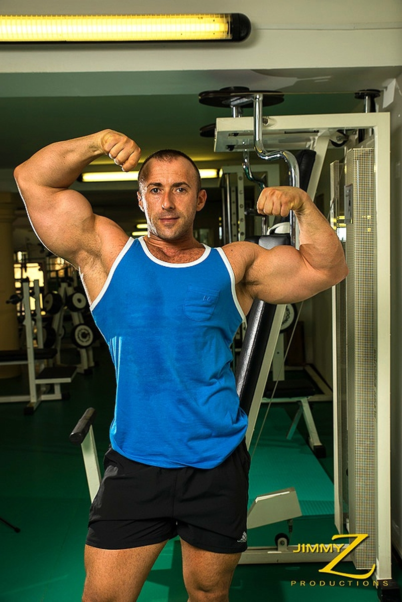 JimmyZProductions-european-older-mature-nude-bodybuilder-Italy-beefy-guy-sexy-torso-hard-muscles-workout-gym-002-tube-download-torrent-gallery-photo