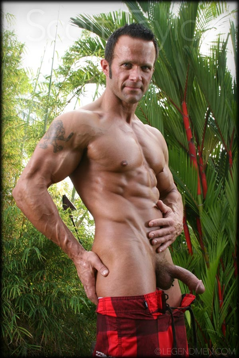 LegendMen-big-muscled-body-Scott-Taylor-flexes-biceps-naked-men-hard-erect-muscle-dick-ball-sack-piercing-002-nude-men-tube-redtube-gallery-photo