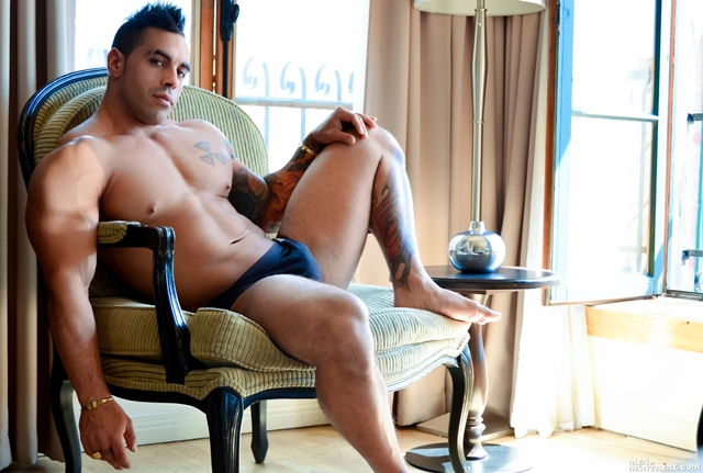MenofMontreal-Italian-muscle-hunk-Emilio-Calabria-30-year-old-professional-athletes-jock-beefy-chest-001-male-tube-red-tube-gallery-photo