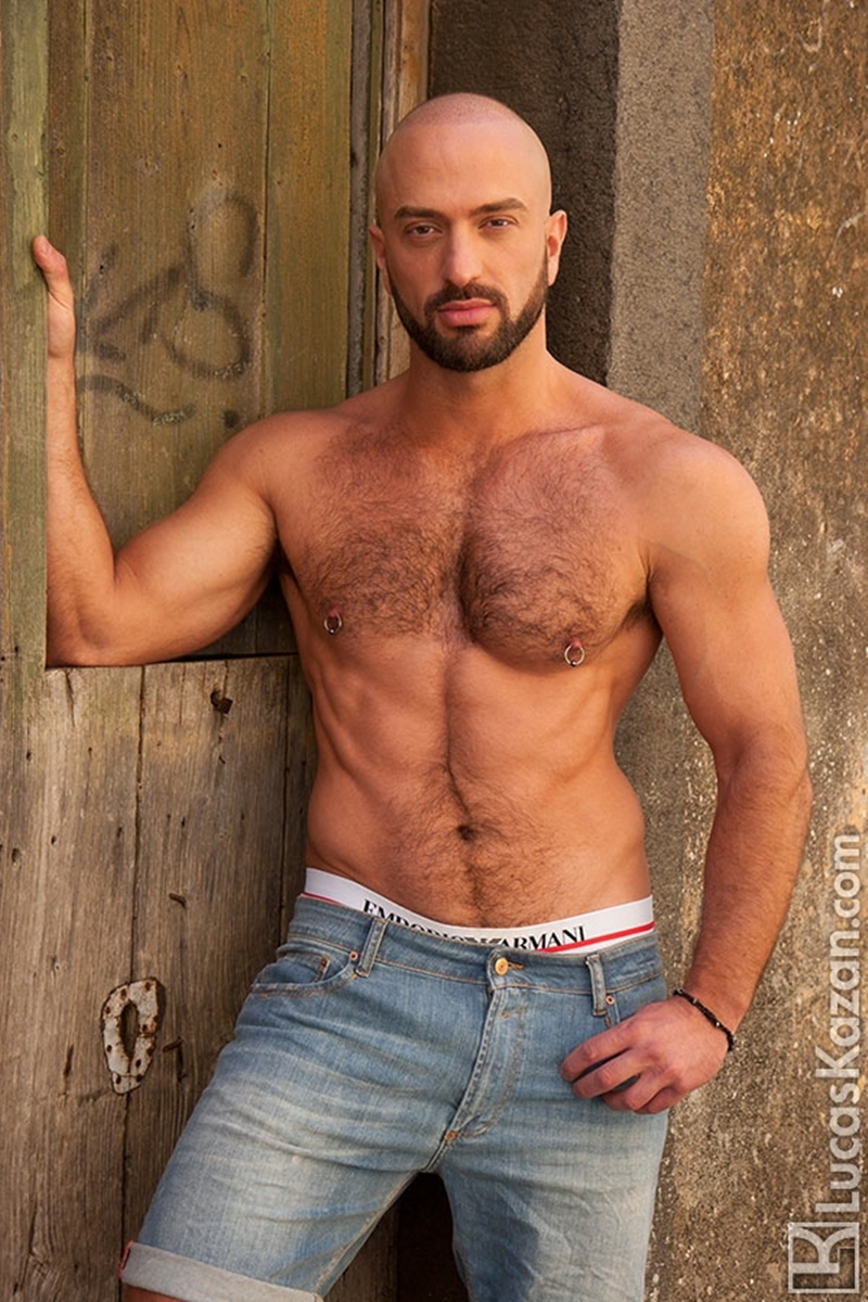LucasKazan-Italian-newcomer-Bruno-Boni-winner-Rome-Ettore-ITALIANS-OTHER-STRANGERS-chiseled-body-bedroom-eyes-001-tube-download-torrent-gallery-photo