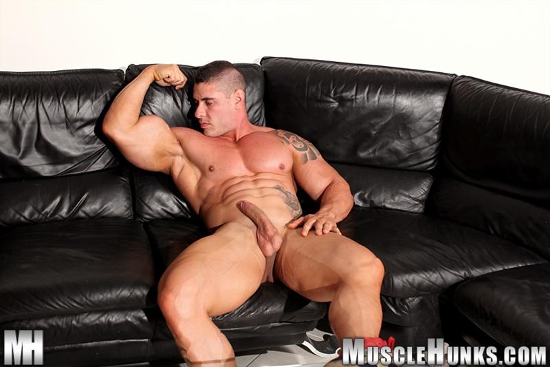 MuscleHunks-Huge-muscled-naked-bodybuilder-Brian-Gunns-g-string-Tattoo-oiled-muscular-torso-underwear-big-bubble-butt-meaty-ass-cheeks-014-tube-download-torrent-gallery-photo