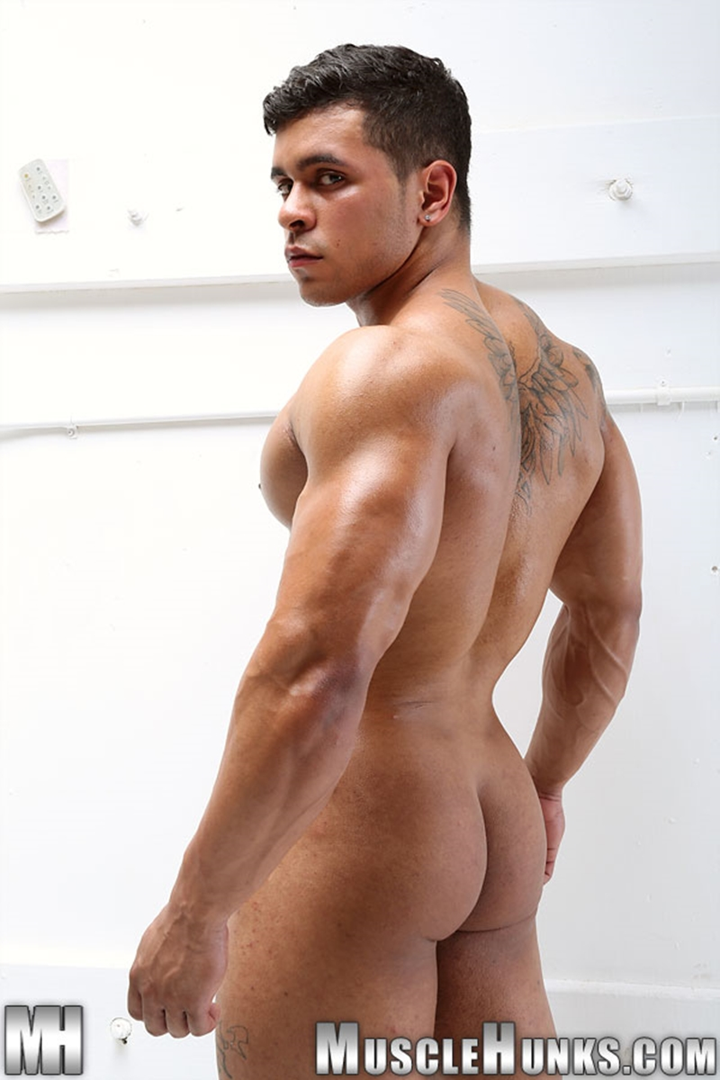 muscle men 2 muscle hunks  Rico Wolf