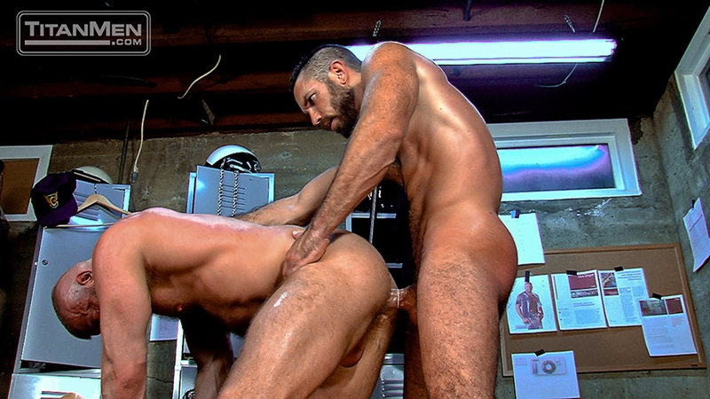 TitanMen-Hunter-Marx-fucks-Damien-Stone-licking-butthole-muscle-bottom-stud-hairy-asshole-rimming-cocksucking-015-tube-video-gay-porn-gallery-sexpics-photo