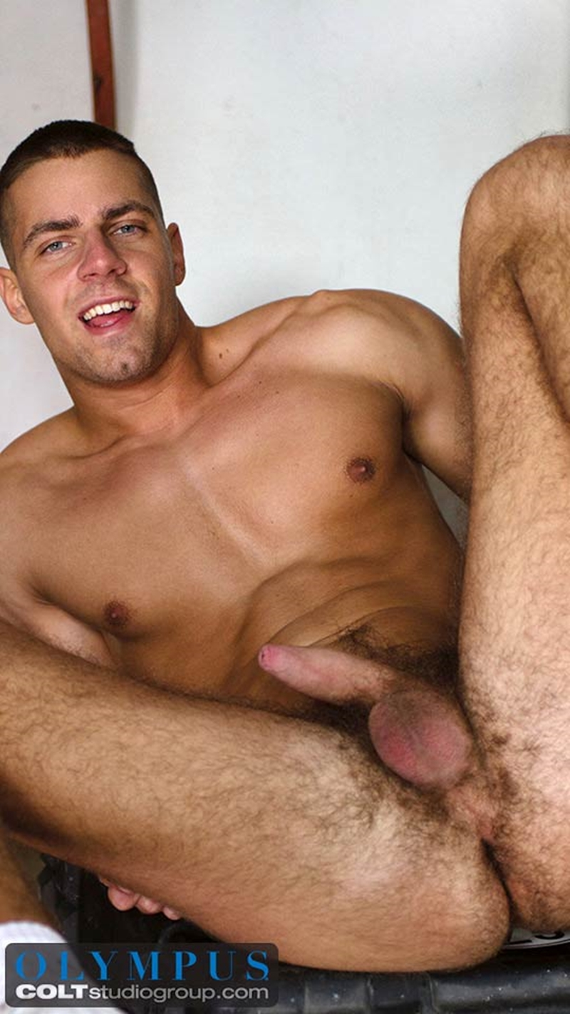 Arny Donan feeds Lance Seawell his hot and steamy load