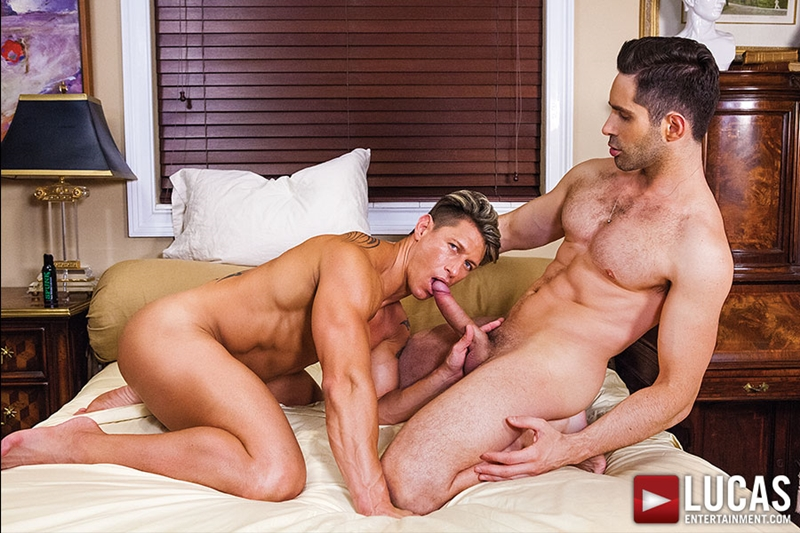 Big muscle hunk Michael Lucas bareback fucking Bryce Evans' tight asshole