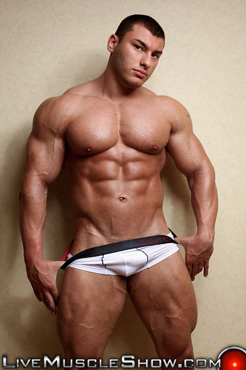 image-video-of-naked-musclemen-woman