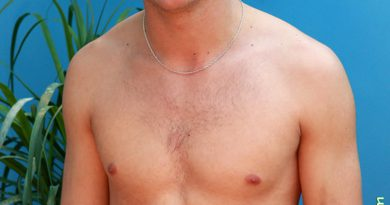 ... gay-porn-video-porno-nude-movies-pics-porn-star-sex-photo-390x205.jpg: freenakedmengayporn.com/young-naked-footballer-jason-hill-strips...