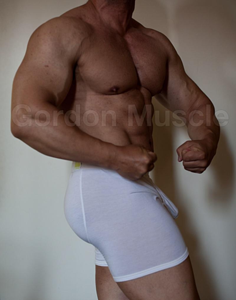 Jock Men Live Gordon Muscle masturbating and flexing his big muscle body