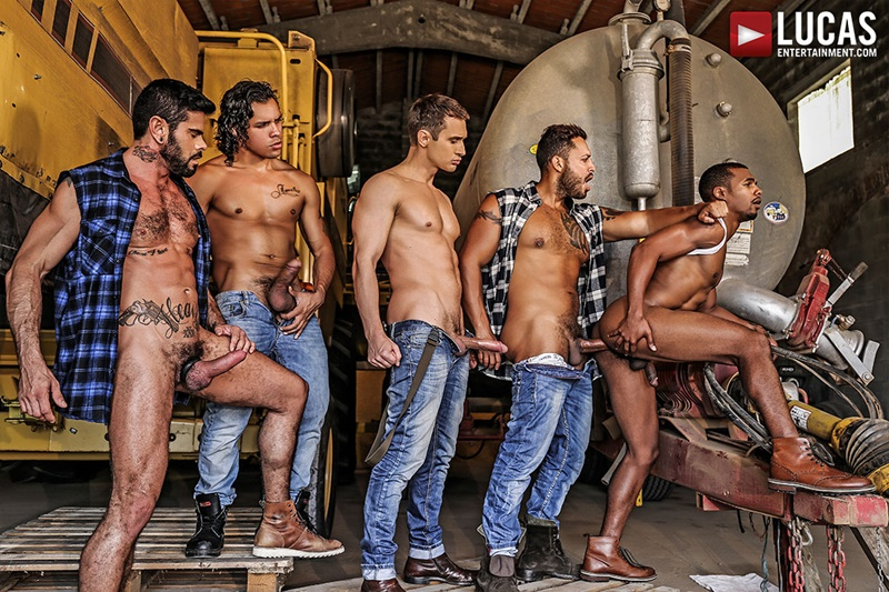 Viktor Rom leads Jacen Zhu's bareback gang bang with Mario Domenech, Alex Kof and Alejandro Castillo