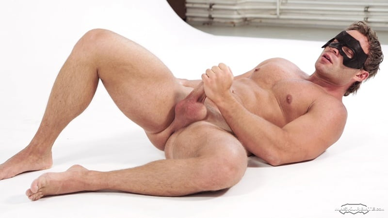 Muscle Gay Footjob And Cumshot